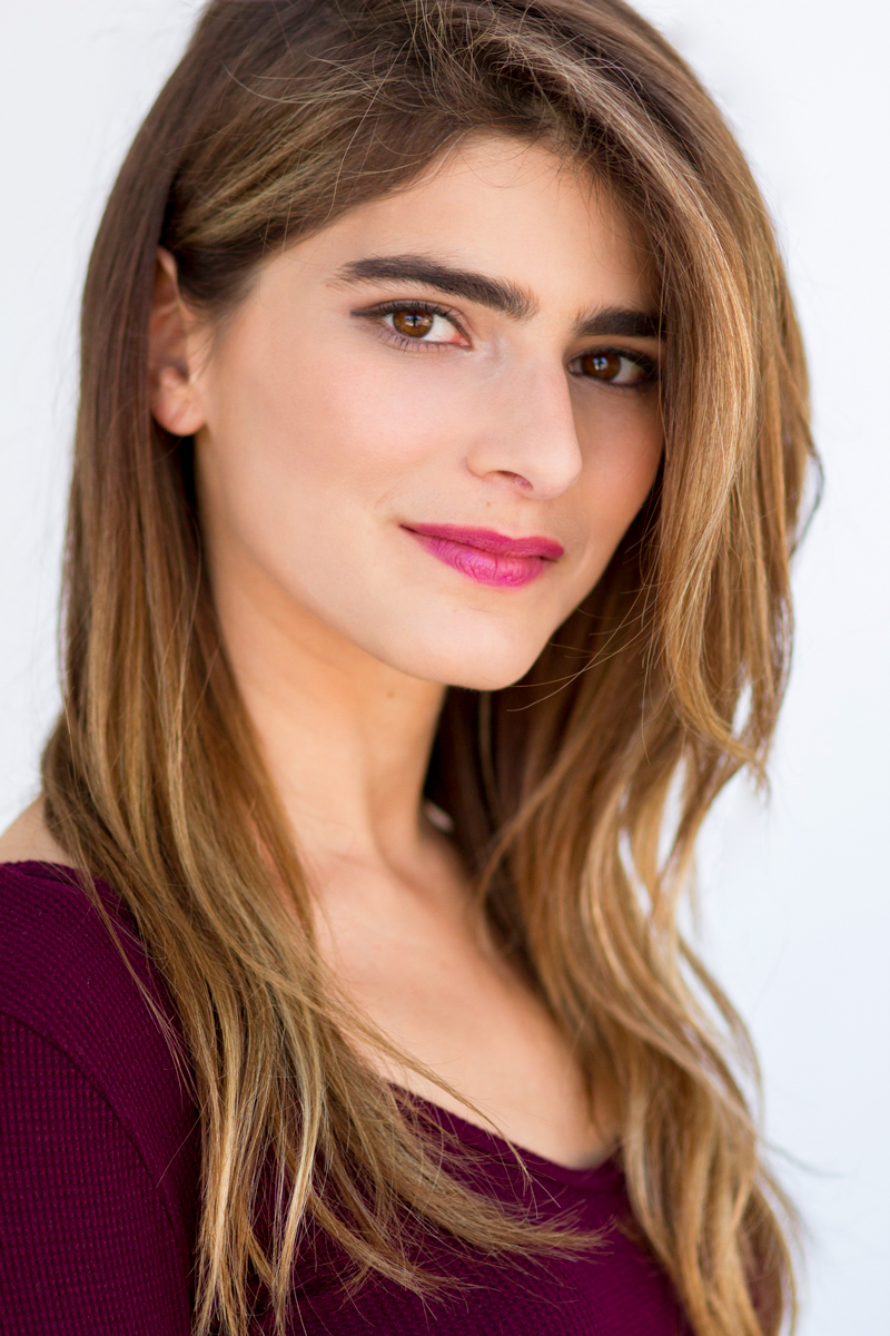Zoe Travis' Headshot